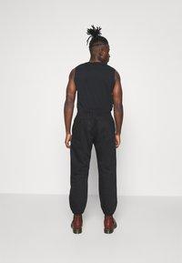 Levi's® - MARINE JOGGER - Pantaloni sportivi - blacks - 2