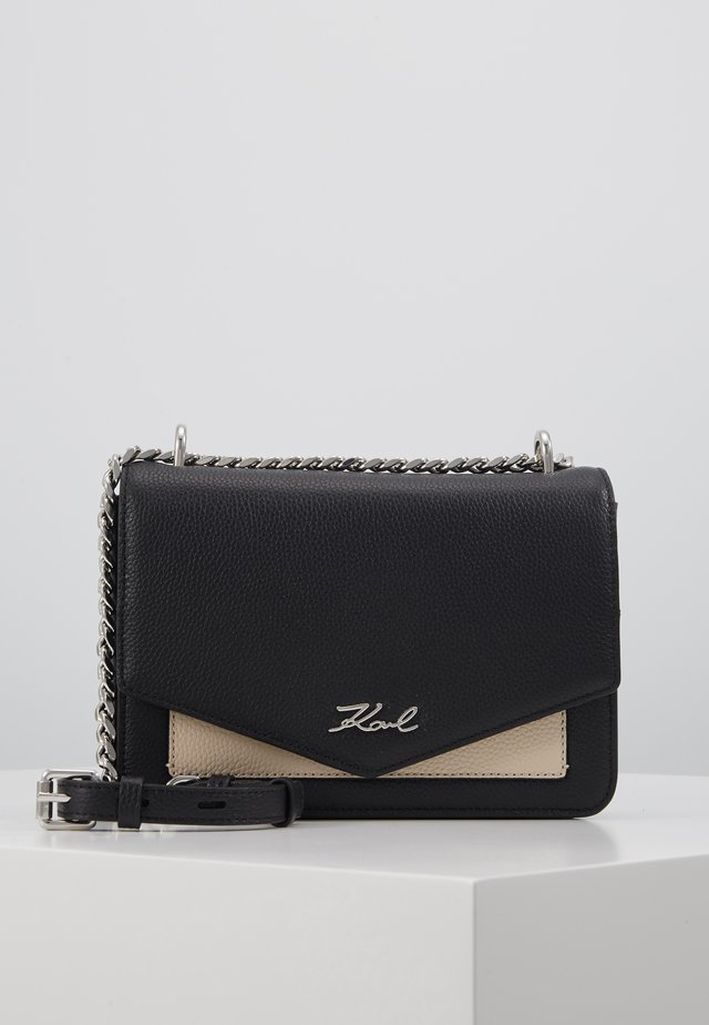 POCKET SHOULDER BAG - Schoudertas - black