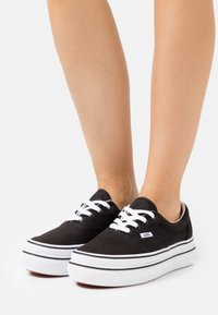 Vans - SUPER COMFYCUSH ERA - Sneakersy niskie - black/true white - 0