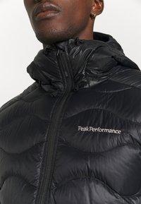 Peak Performance - HELIUM HOOD JACKET - Gewatteerde jas - black - 5