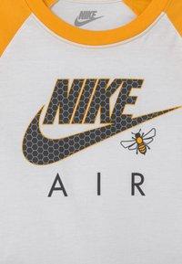 Nike Sportswear - SET - T-shirt med print - black - 3