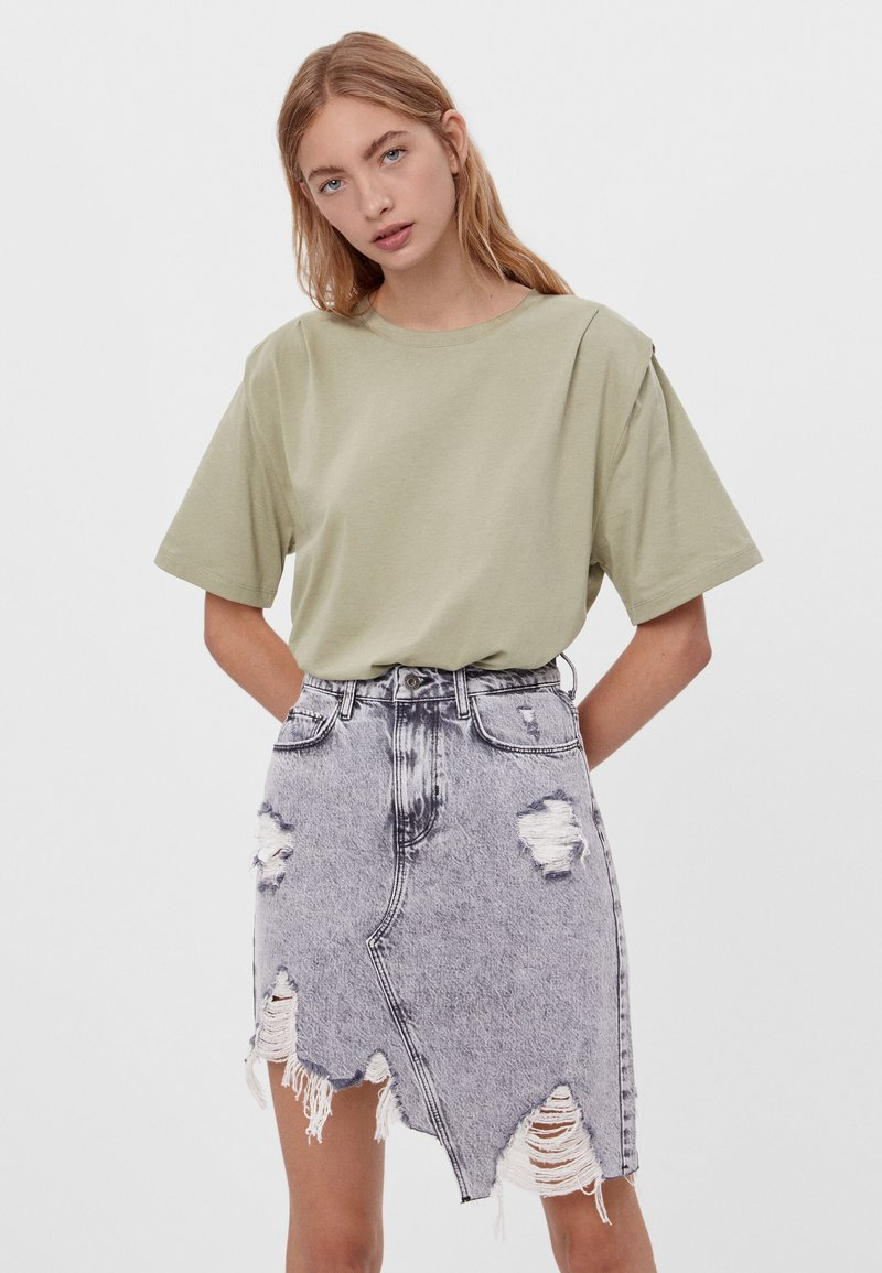 Bershka - Jednoduché triko - khaki