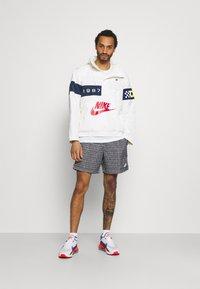 Nike Sportswear - REISSUE WALLIWAW  - Windbreaker - sail/midnight navy/midnight navy - 1