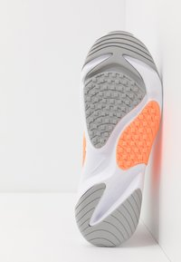 Nike Sportswear - ZOOM  - Sneakers - white/grey/orange - 4