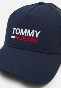 Tommy Jeans - FLAG TRUCKER UNISEX - Cap - twilight navy - 3