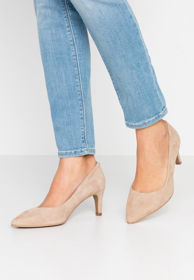 WIDE FIT BENETT - Pumps - pietra