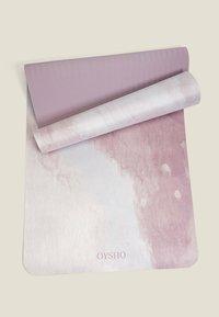 OYSHO - WATERCOLOUR 5MM YOGA MAT - Fitness/jóga - rose - 1