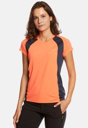 ELLA - T-shirt imprimé - neon orange/navy
