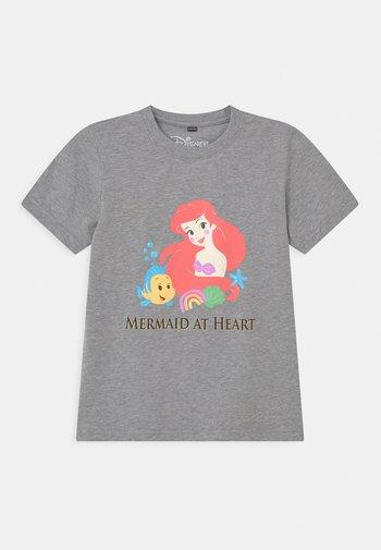 ARIELLE MERMAID AT HEART TEE UNISEX - Print T-shirt - grey