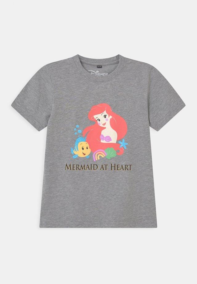 ARIELLE MERMAID AT HEART TEE UNISEX - T-shirt print - grey