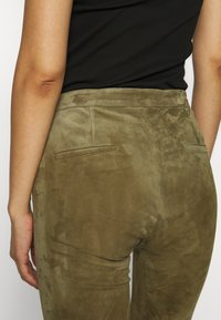 Ibana - AIMEE - Leather trousers - mossgreen - 5