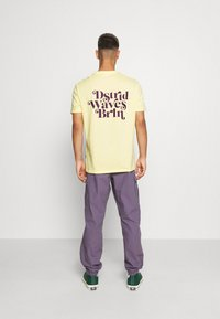 YOURTURN - UNISEX - T-shirt med print - yellow - 2