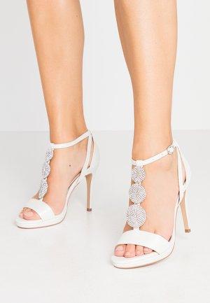 SNOWDROP - Sandaler med høye hæler - white