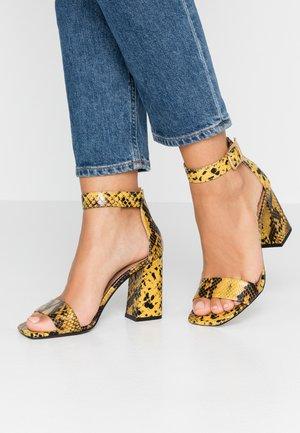 SUKI BLOCK  - Sandales à talons hauts - yellow