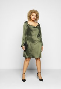 Glamorous Curve - MINI DRESS WITH LONG SLEEVES SQUARE NECK AND CUT OUT BACK - Cocktail dress / Party dress - forest green - 1