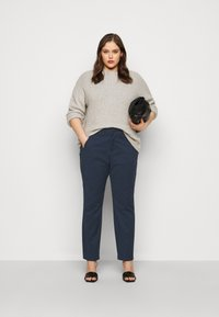 Vero Moda Curve - VMVICTORIA ANTIFIT ANKLE PANTS - Trousers - navy blazer - 1