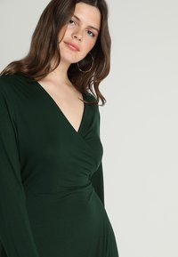 Zalando Essentials Curvy - Maxi-jurk - dark green - 5
