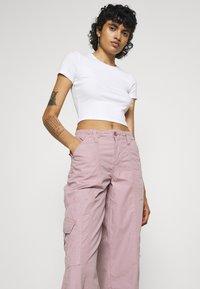 BDG Urban Outfitters - 90S PANT - Pantaloni cargo - elderberry - 3