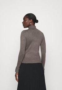 Dorothy Perkins - PEARL BUTTON CUFF ROLL NECK JUMPER - Jumper - taupe - 2