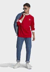 adidas Originals - ADICOLOR CLASSICS TEE UNISEX - Pitkähihainen paita - scarlet - 1