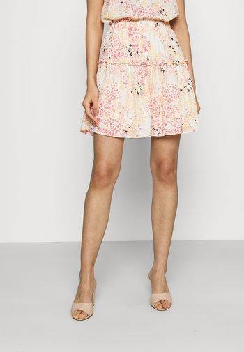 VMHANNAH FOIL SHORT SKIRT - Mini skirt - birch/hannah