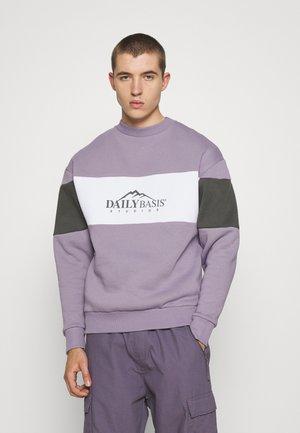 EXPLORER BLOCK CREW UNISEX - Sweatshirt - purple