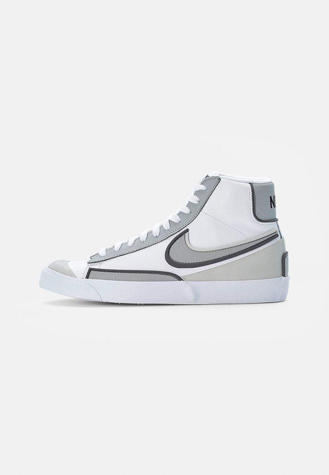BLAZER MID '77 INFINITE - Höga sneakers - white/smoke grey-iron grey-grey fog-white-black