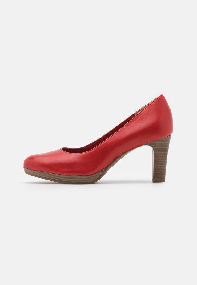 Platform heels - chili