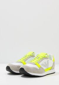 Emporio Armani - ZONE - Baskets basses - yellow/grey - 2