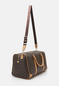 Valentino Bags - LIUTO - Bolsa de fin de semana - cuoio/multicolor - 1