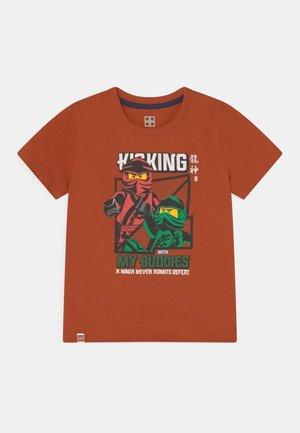 T-Shirt print - caramel brown