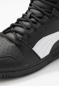 Puma - REBOUND LAYUP UNISEX - Höga sneakers - black/white - 5