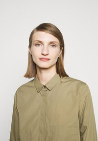 CLOSED - HAILEY - Button-down blouse - green umber - 4