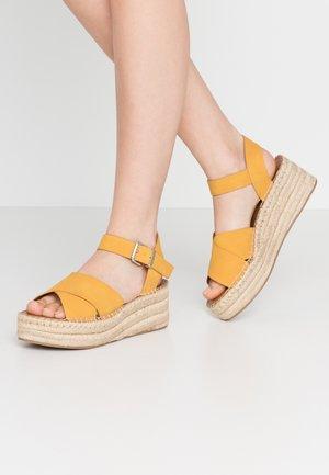 TINEVIEL - Espadrilles - yellow