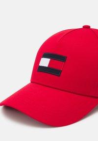 Tommy Hilfiger - BIG FLAG UNISEX - Cap - red - 3
