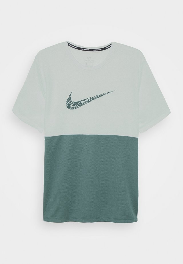 BREATHE RUN  - T-shirt print - barely green/hasta