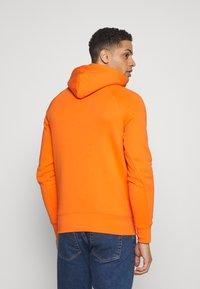 GANT - SHIELD HOODIE - Hoodie - sunny orange - 2