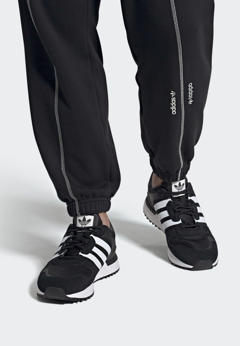 adidas Originals - SPORTS INSPIRED SHOES - Sneakers - black/white