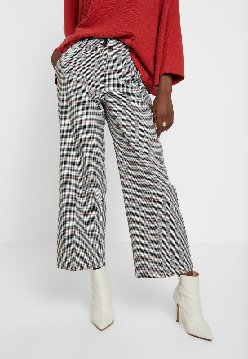 TOM TAILOR - CHECKED CULOTTE - Trousers - black/white/red/grey