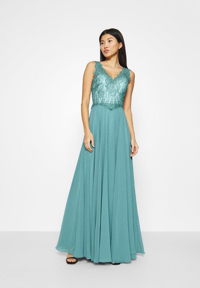 Suknia balowa - dew