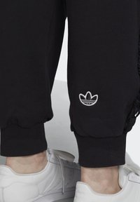 adidas Originals - BELLISTA SPORTS INSPIRED JOGGER PANTS - Pantalones deportivos - black - 4