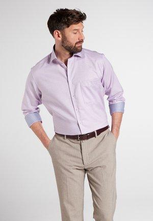 REGULAR FIT - Overhemd - lila/weiss