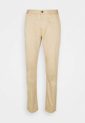 STUART REGULAR - Pantaloni - sand