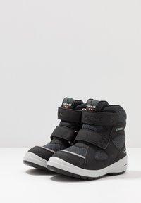 Viking - SPRO GTX - Zimní obuv - black/charcoal - 3