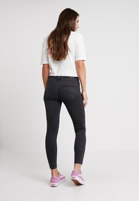Lee - SCARLETT CROPPED ZIP - Jeansy Skinny Fit - body optix - 2