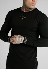 SIKSILK - ELEMENT GYM TEE - Long sleeved top - black/gold - 4