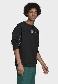 adidas Originals - CREW SWEATSHIRT - Sweatshirt - black - 2