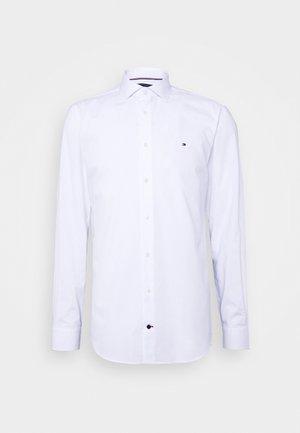 GER POPLIN CLASSIC - Business skjorter - white