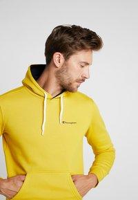 Champion - HOODED - Huppari - mustard yellow - 3