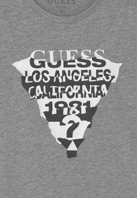 Guess - JUNIOR  - T-shirt z nadrukiem - grey - 2